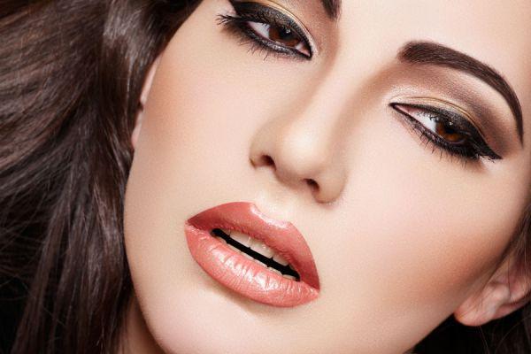 cmo resaltar ojos y labios con maquillaje casero
