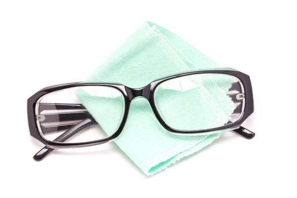 Cómo Limpiar las Gafas sin rayarlas. Métodos de limpieza de gafas o anteojos. Tips para limpair las gafas sin rayar