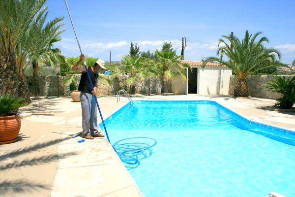 C mo mantener limpia el agua de la piscina - Agua de la piscina turbia ...