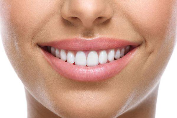 Cómo blanquear los dientes con recetas naturales