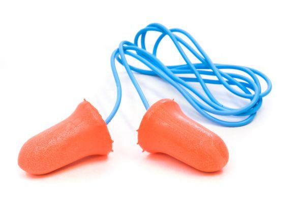 Cómo colocar tapones para los oídos. Precauciones al utilizar tapones auditivos.