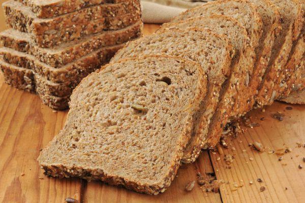 Tabla de madera con guías para cortar el pan