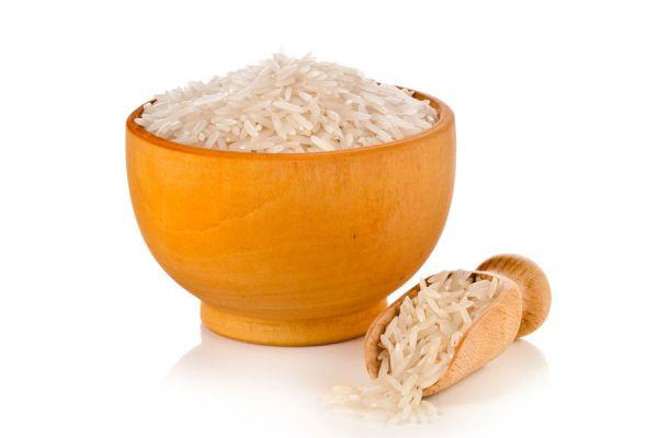 Cómo cocinar arroz blanco. Receta de arroz salteado y con vegetales. Cómo hacer tortillas y budines de arroz.