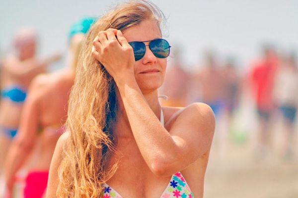 Consejos para cuidar el pelo en vacaciones. Cómo cuidar el cabello durante las vacaciones. Cómo cuidar el pelo en el verano