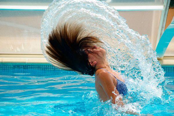 Cuidados del cabello en vacaciones. Cuidados del pelo durante el verano. Tips para cuidar el pelo en vacaciones. Cómo cuidar el pelo durante el verano