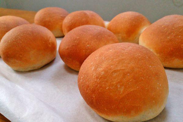 Ingredientes y preparación del pan casero. Receta de pan casero facil y rapida. Consejos para hacer tu propio pan casero.