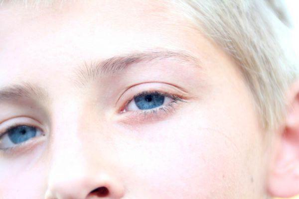 Cómo mejorar las cejas. Como mejorar las pestañas. Tratamiento para las cejas y pestañas.