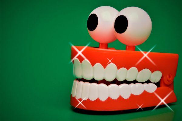 Tips y consejos para mantener limpias las prótesis dentales