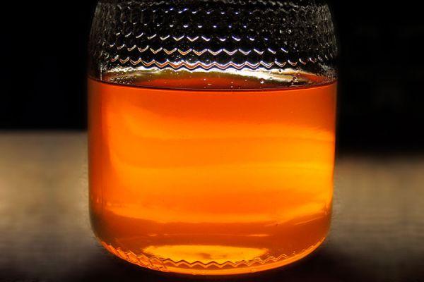 Recetas de hidromiel casero. 3 recetas para hacer aguamiel casero. El hidromiel es una bebida que se obtiene al fermentar agua y miel