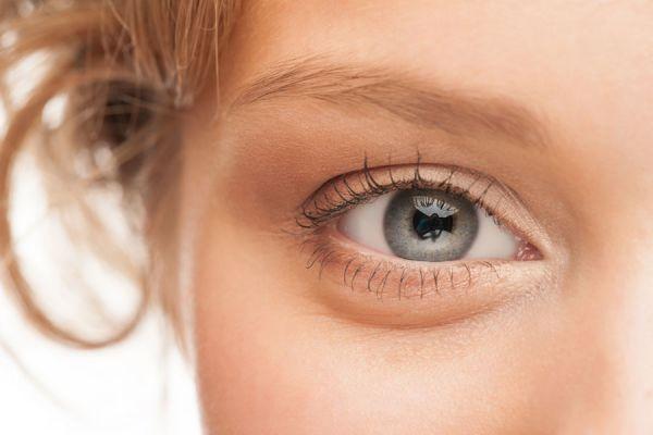Métodos caseros para aclarar las cejas. Cómo darle color a las cejas. Trucos de maquillaje para aclarar las cejas