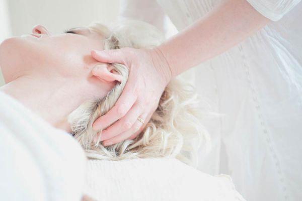 Cómo hacer masajes en la cabeza. Masajear el cuero cabelludo. Masajear el cuero cabelludo para hacer crecer el pelo