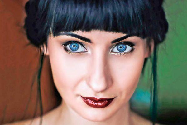 Tips para lograr un buen maquillaje según tu flequillo. Cómo maquillarte según el tipo de flequillo que uses.