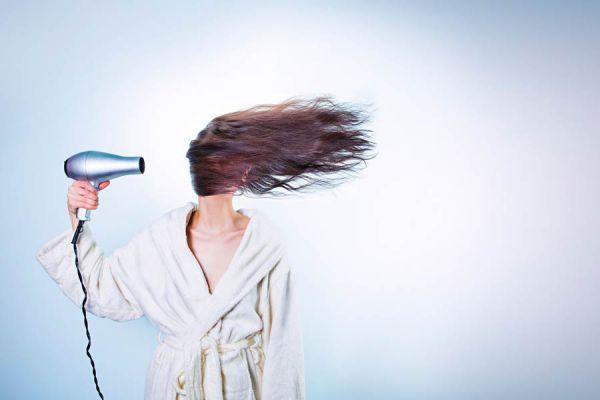 Tips para secar el cabello sin dañarlo. Cómo secarse el pelo sin dañarlo. Pasos para secar el pelo como un profesional