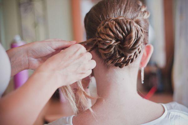 Lucir cabello con trenza y moño. Cómo lucir el pelo con una trenza y un moño.