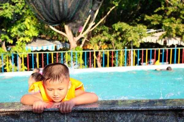 Consejos de seguridad para los niños en la piscina. Cómo cuidar de los niños en la piscina