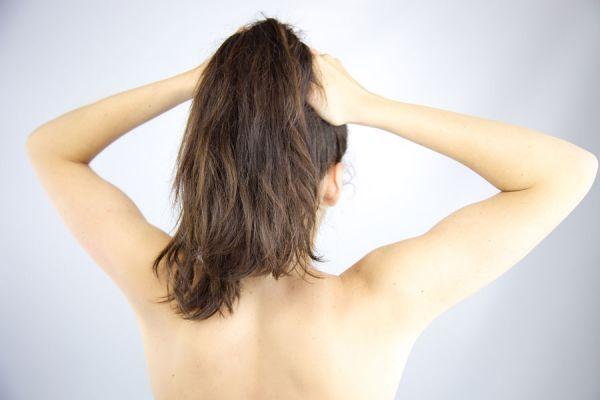Pasos para hacer una media cola en el cabello. Cómo peintarte con una media colita. Cómo hacer una media coleta en el pelo