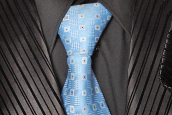 Cómo hacer el nudo de corbata doble - Video