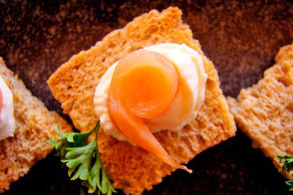 Cómo preparar rellenos para canapés. 7 ideas para rellenar canapés salados. Preparación de rellenos distintos para canapés.