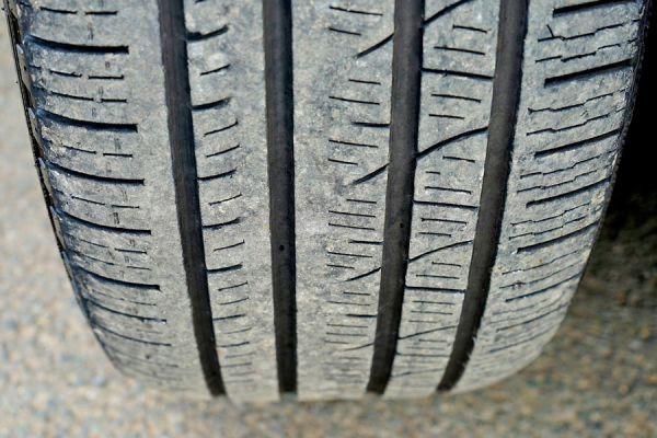 Tips para revisar los neumáticos del auto. Cómo chequear los neumáticos del coche antes de viajar. Analisis del desgaste de los neumáticos