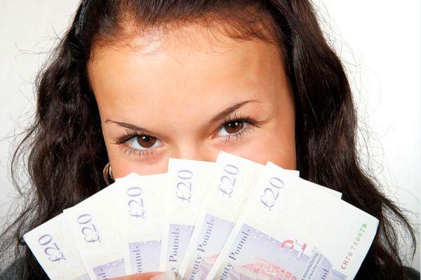 Que hacer si la mujer gana mas dinero. Cuando la mujer gana mas que yo. Conflictos cuando la mujer gana mas dinero que el hombre
