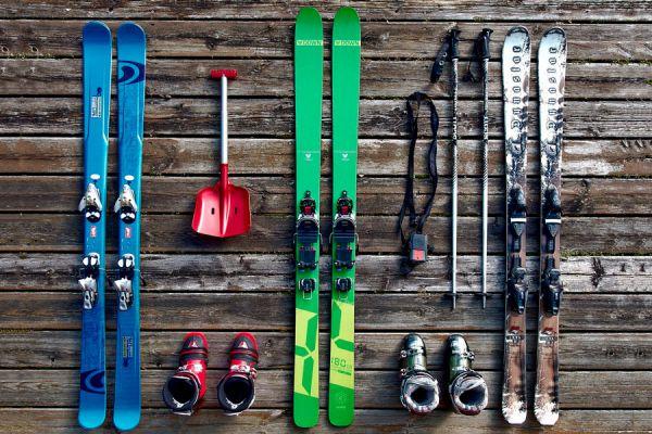 Como armar el equipaje para esquiar. Qué llevar a una travesía de ski. Cómo prepararse para esquiar. Equipaje para esquiar