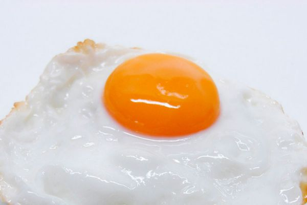 Cómo evitar que se rompa la yema del huevo frito
