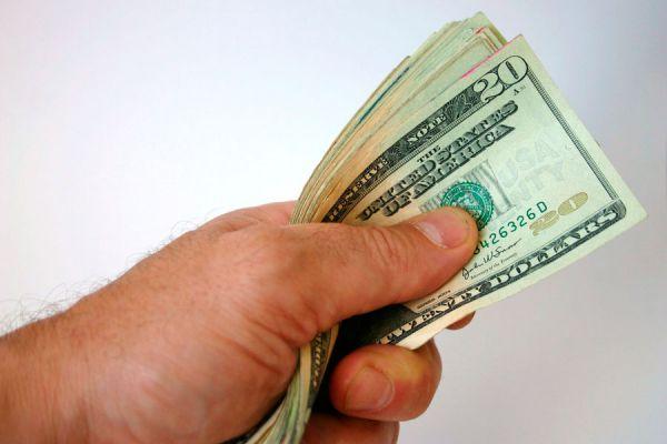 Dinero en mano e ideas para invertir sin riesgos