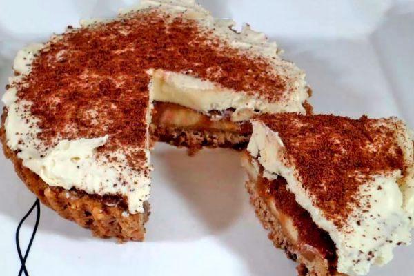 Receta para hacer tarta de banana con dulce de leche. Un exquisito postre: tarta de banana con dulce de leche y crema chantilly