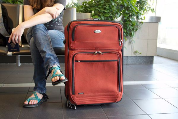 Desinfectar el equipaje. Cómo lavar el equipaje. Consejos para desinfectar las maletas de viaje. Guía para limpiar el equipaje