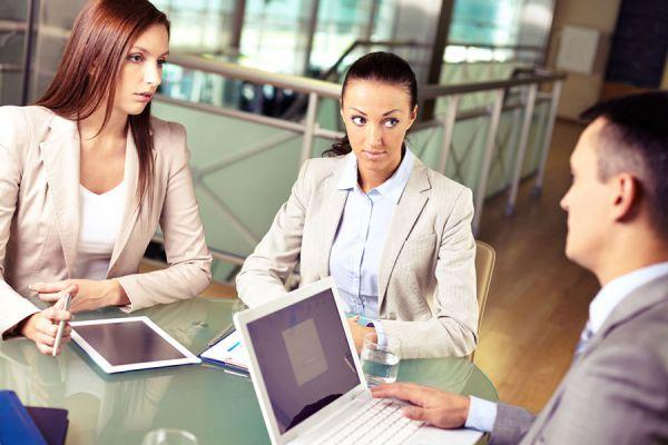 Cómo identificar mentiras en una entrevista. Consejos para detectar mentiras en una entrevista de trabajo. Saber si alguien miente en una entrevista