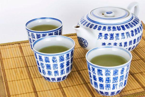 3 recetas de infusiones para perder peso. Cómo adelgazar bebiendo infusiones. 3 hierbas que ayudan a adelgazar. 3 tipos de té que ayudan a adelgazar