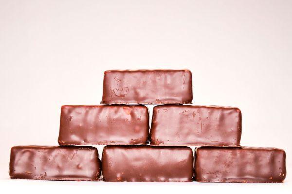 Bombones de chocolate rellenos. Cómo preparar bombones de chocolate en casa. Receta rápida para hacer bombones caseros de chocolate