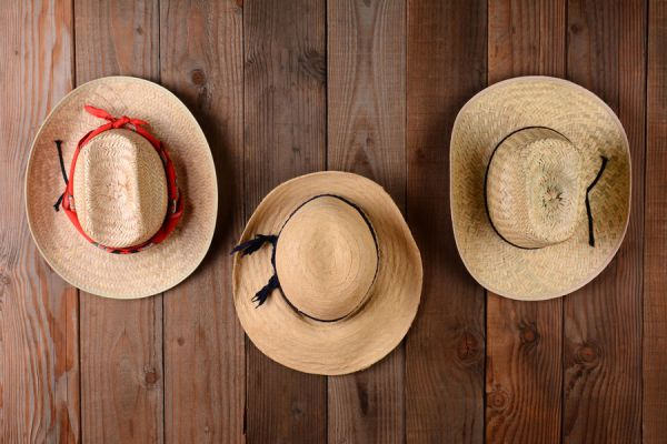Como decorar paredes con sombreros. Ideas para usar sombreros en la decoración. Tips para decorar paredes con sombreros. Usa sombreros para decorar
