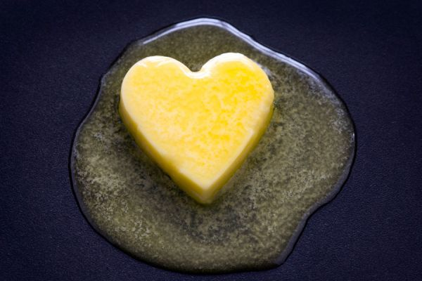 Recetas para hacer mantequilla con sabores. Hierbas y sabores para la mantequilla casera. Ingredientes para hacer mantequilla casera saborizada