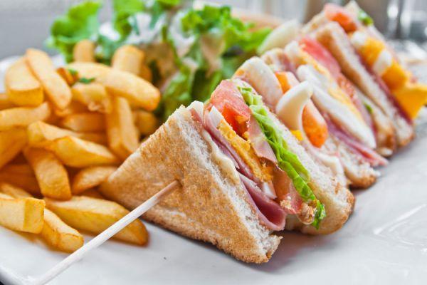 Preparación de sándwiches variados. Ingredientes para hacer sándwiches caseros y especiales. Cómo preparar sándwiches diferentes