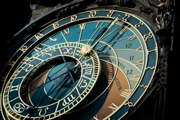 2 ideas para decorar con relojes viejos. Tips para  aprovechar viejos relojes. Qué hacer con relojes viejos en desuso. Reutilizar viejos relojes
