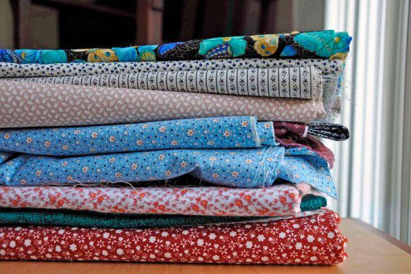 Claves para aprender a combinar las telas y géneros. Aprende a combinar géneros en los ambientes del hogar. Guía para combinar telas y redecorar