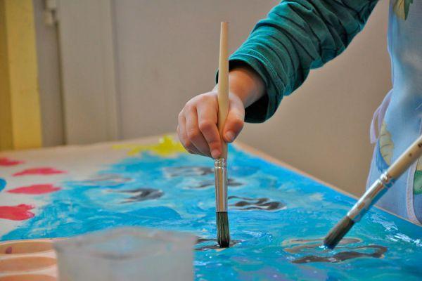 Decora una mesa con materiales reciclados. 3 ideas para renovar una vieja mesa.