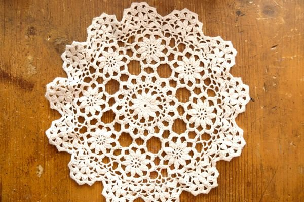 Ideas para crear objetos con carpetas de ganchillo. 5 opciones para reutilizar las carpetas a crochet