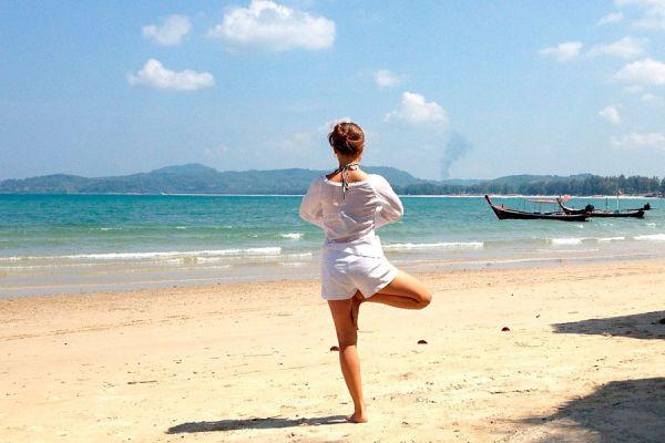 7 posturas iniciales del yoga para principiantes. Algunas posturas basicas para practicar yoga.