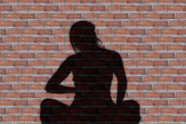 Dos formas de meditar si eres mujer. Tecnicas de meditación para mujeres. Meditaciones para aliviar molestias durante el síndrome pre menstrual