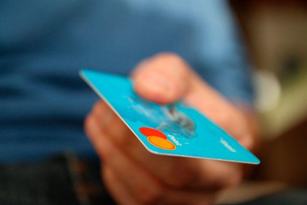 Metodos de pago online para tu negocio. Que medio de cobro ofrecer a los clientes en tu negocio por internet. Formas de cobrar servicios online