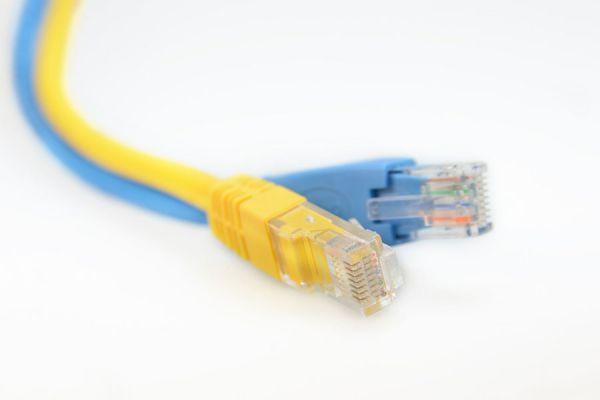 Guía para armar un cable de red cruzado. Pasos para hacer un cable de red cruzado. Cómo ordenar los colores para armar un cable de red cruzado