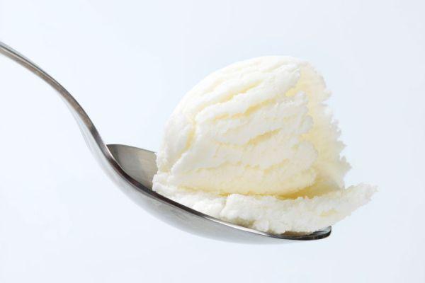Receta para hacer helado de vino casero. Prepara un postre helado de vino blanco, tinto o cava. Guía para hacer helado casero de vino