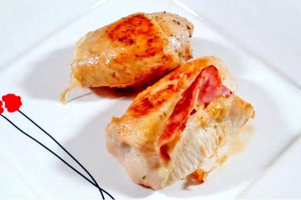Preparación de arrolladitos de pollo rellenos. Cómo hacer rollitos de pollo rellenos.