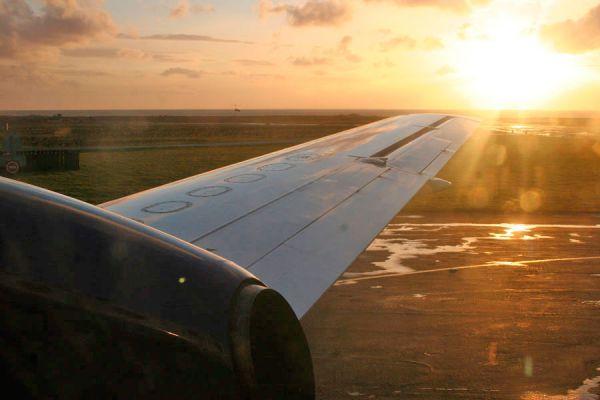 Consejos para comprar pasajes de avión más económicos. Cuándo es mejor comprar boletos aéreos para gastar menos.