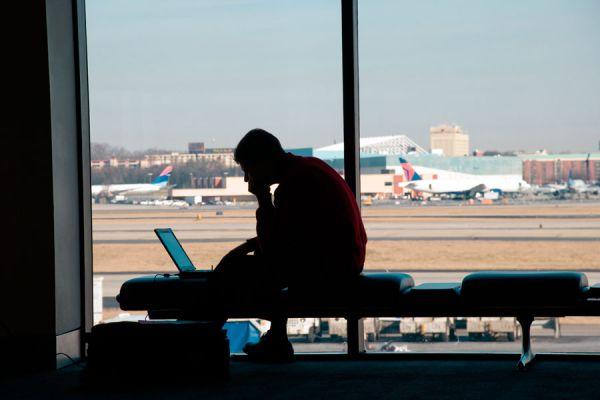 Tips para trabajar y viajar a la vez. Cómo conseguir empleo y viajar a la vez. Trabajos de viaje más populares.