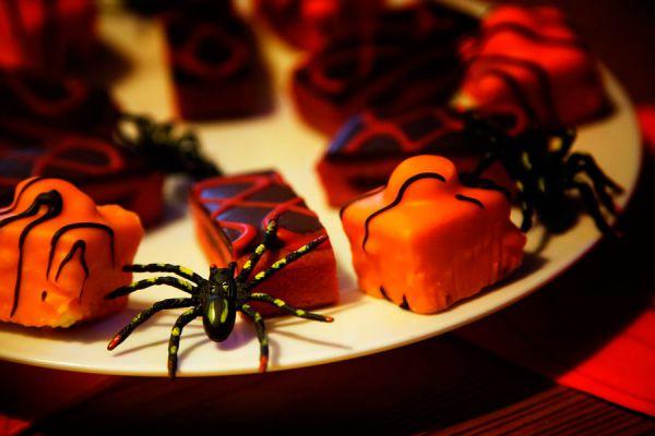 Recetas faciles para hacer dulces de Halloween. Guía para preparar dulces caseros en noche de brujas.