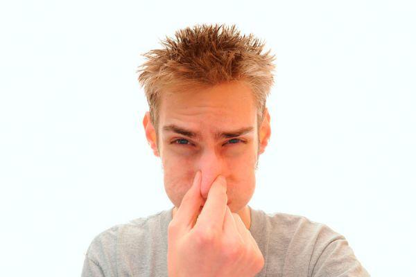 Cómo hacer un aromatizador casero para eliminar malos olores. Producto casero para quitar malos olores en casa. Cómo hacer un aromatizador casero