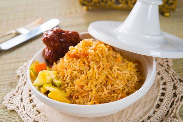 Cómo hacer biryani de verduras. Receta de biryani de vegetales. Biryani de vegetales con arroz y comino. Ingredientes para hacer biryani de verduras